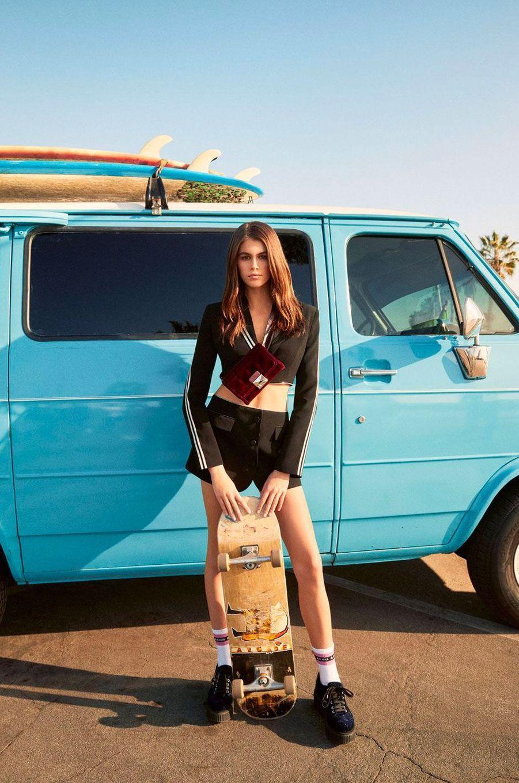 Kaia Gerber pose à Los Angeles pour sa collection capsule en collaboration avec Karl Lagerfeld