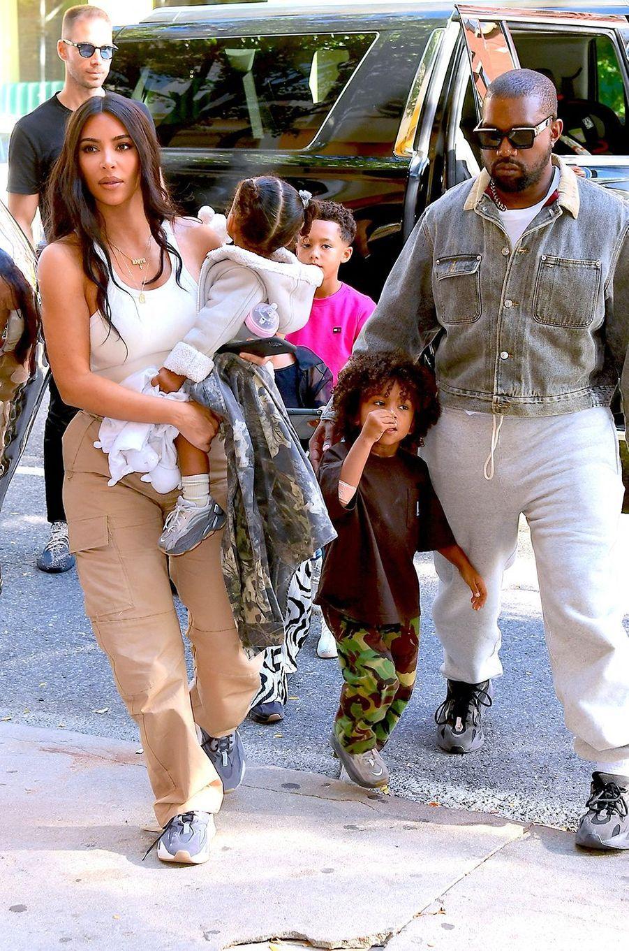 Kim Kardashian et Kanye West avec leurs enfants à New York en septembre 2019