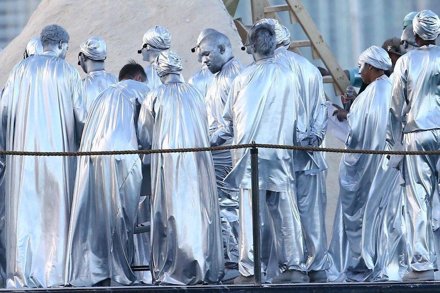 Kanye West et sa troupe à Miami le 8 décembre 2019