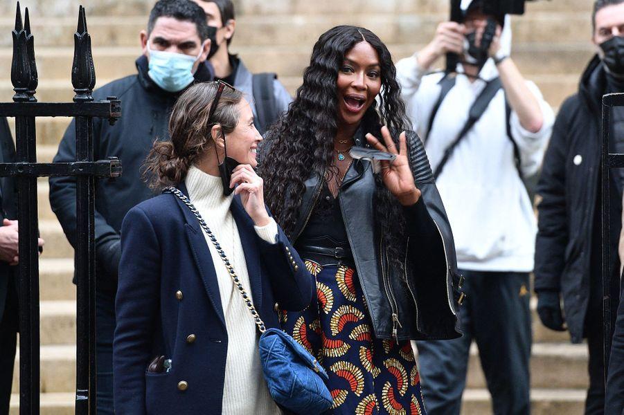 Christy Turlington et Naomi Campbellsortent du défilé Fendi à Paris le 27 janvier 2021