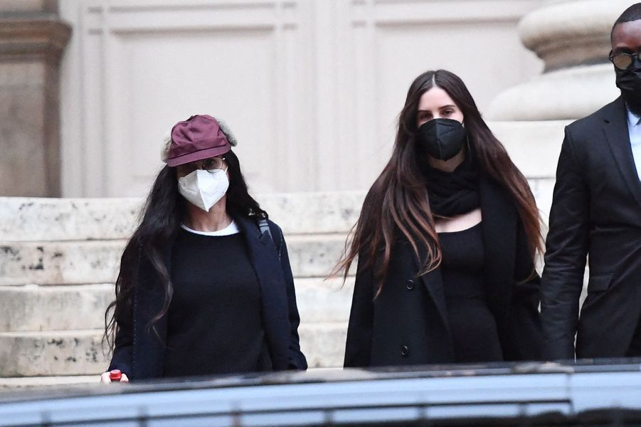 Demi Moore et sa fille Scout LaRuesortent du défilé Fendi à Paris le 27 janvier 2021