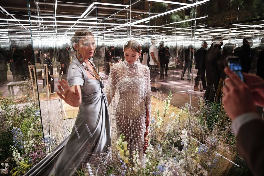Kate Moss et sa fille Lila Graceau défilé Fendi à Paris le 27 janvier 2021