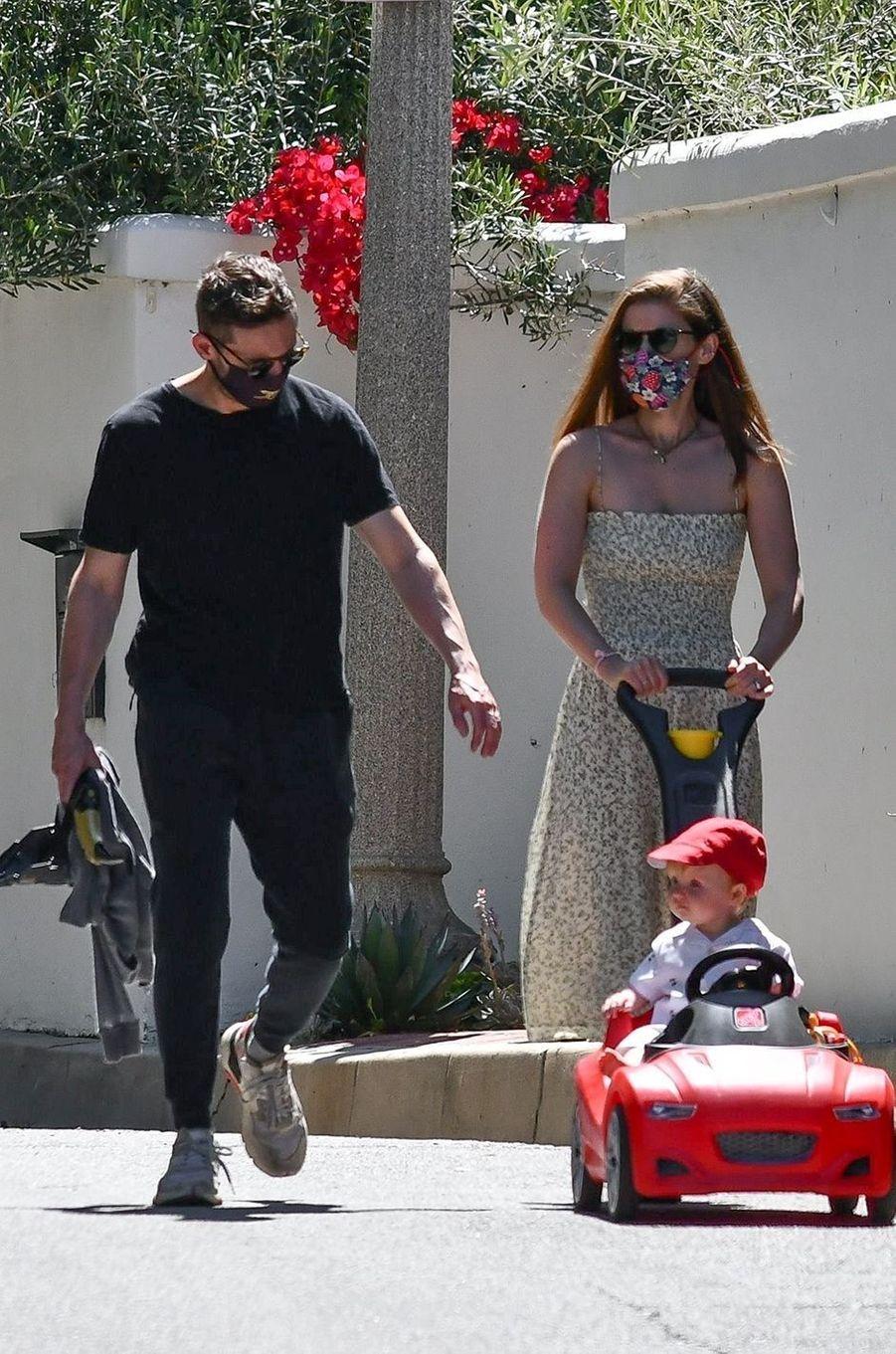 Kate Mara et Jamie Bell avec leur fille à Los Angeles le 21 mai 2020