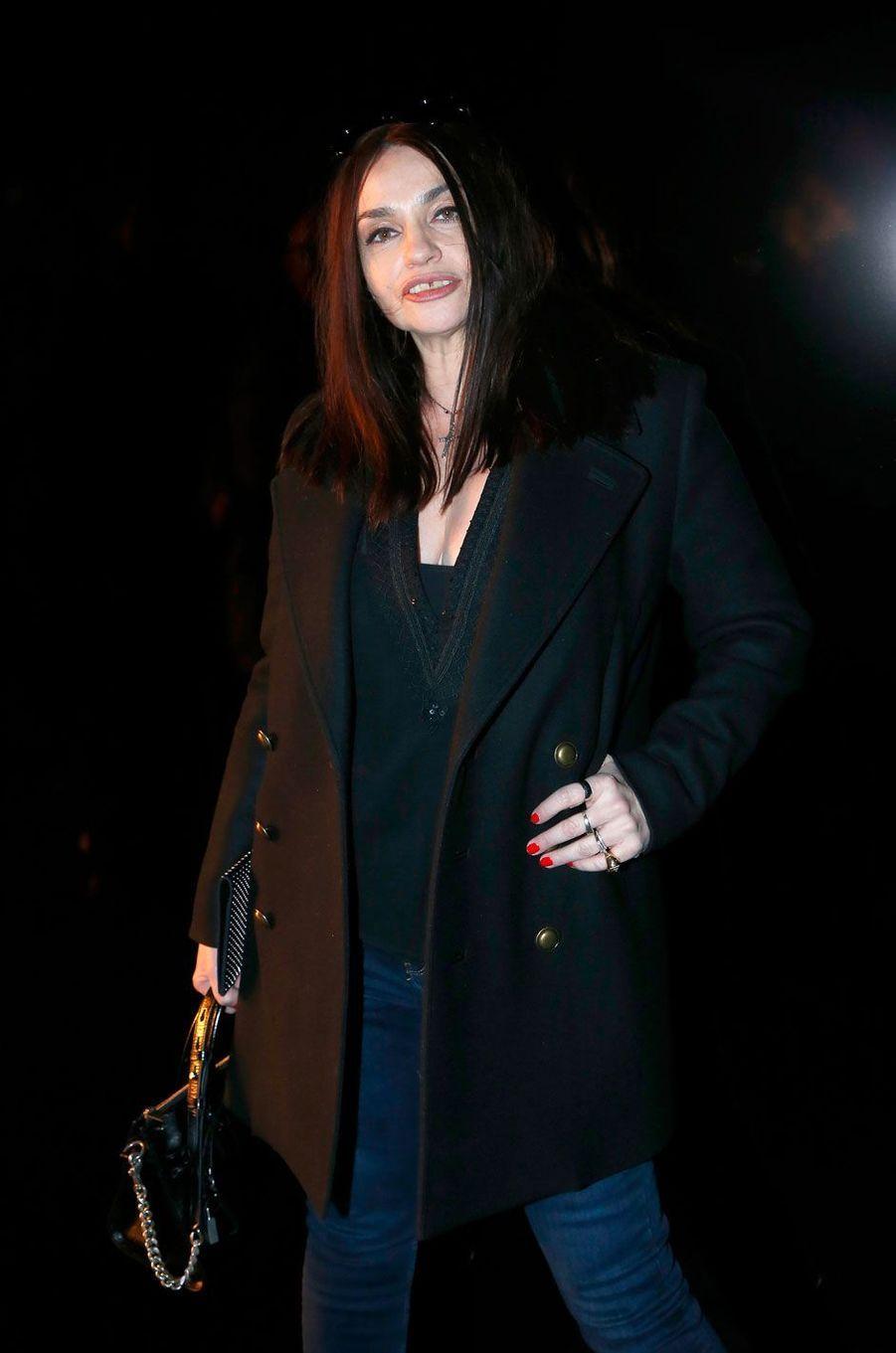 Béatrice Dalles au défilé Saint Laurent à Paris, le 27 février