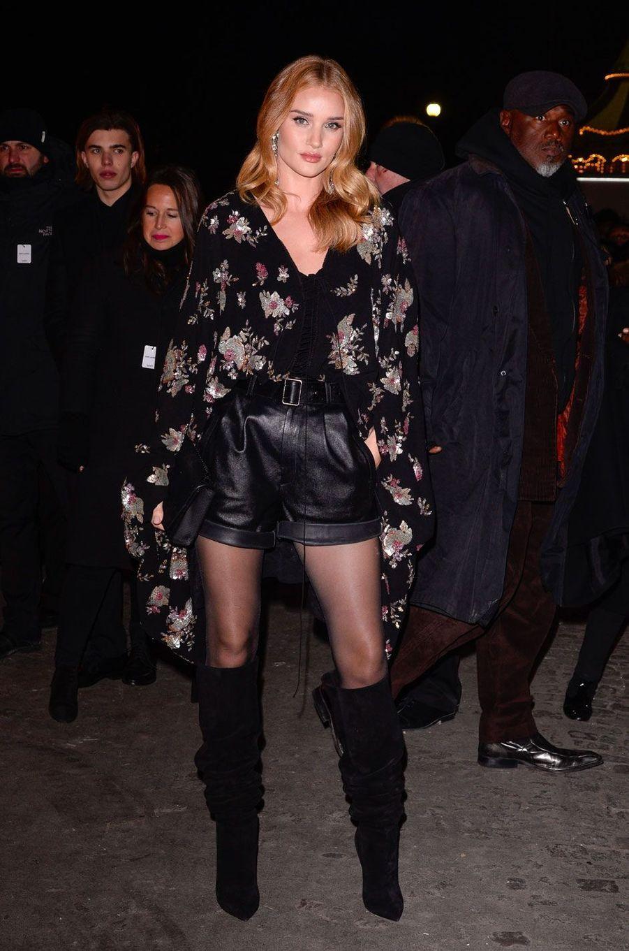 Rosie Huntington Whiteley au défilé Saint Laurent à Paris, le 27 février
