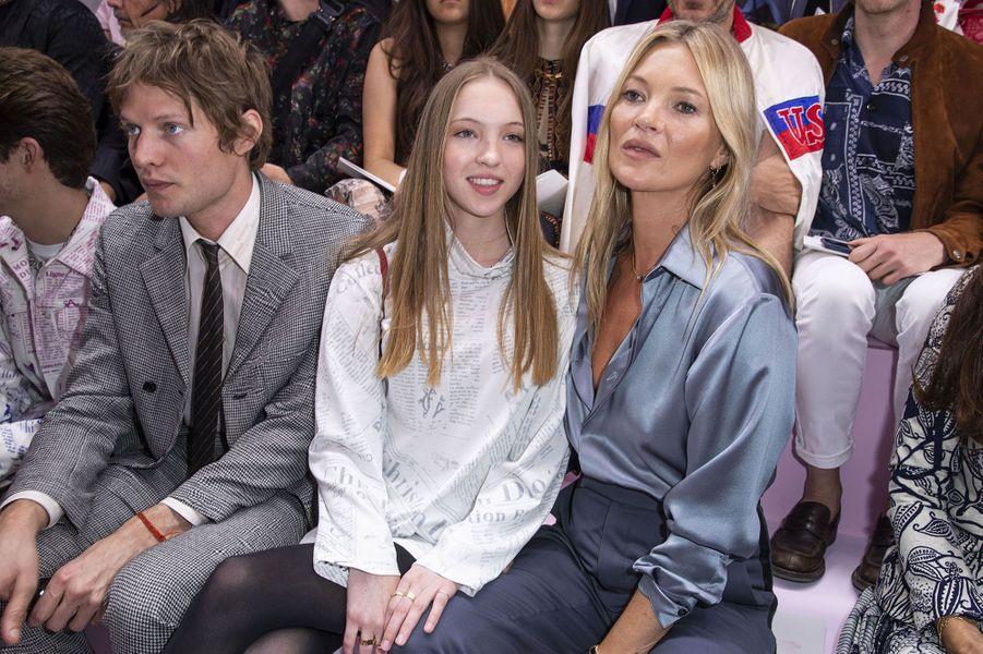 Nikolai von Bismarck, Lila Grace et Kate Moss au défilé Dior, vendredi, à Paris