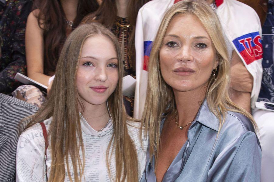 Kate Moss et Lila Rose au défilé Dior, vendredi à Paris