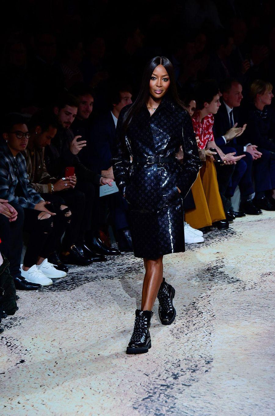 Naomi Campbell au défilé Louis Vuitton à Paris le 18 janvier
