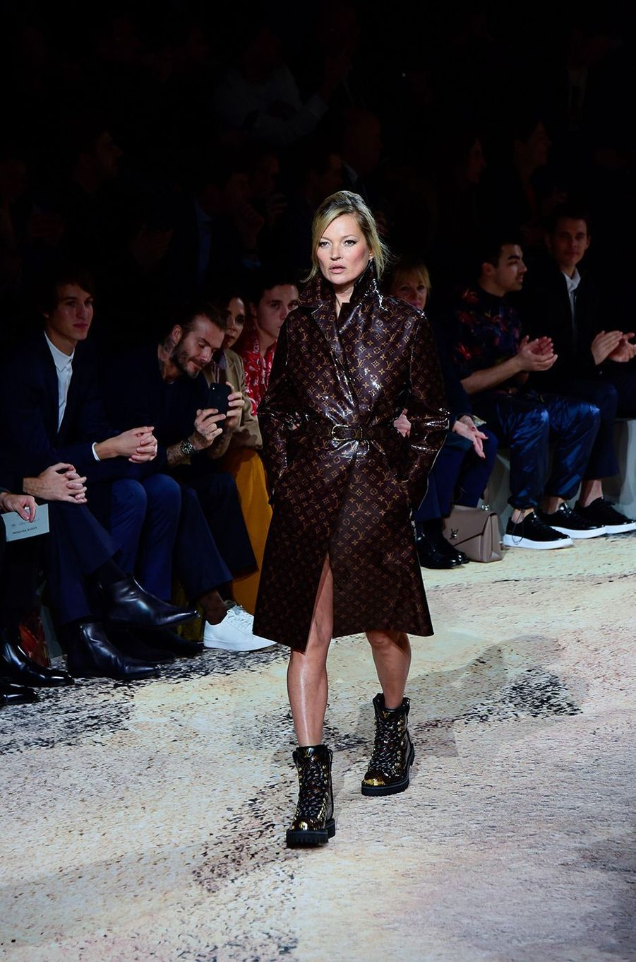 Kate Moss au défilé Louis Vuitton à Paris le 18 janvier