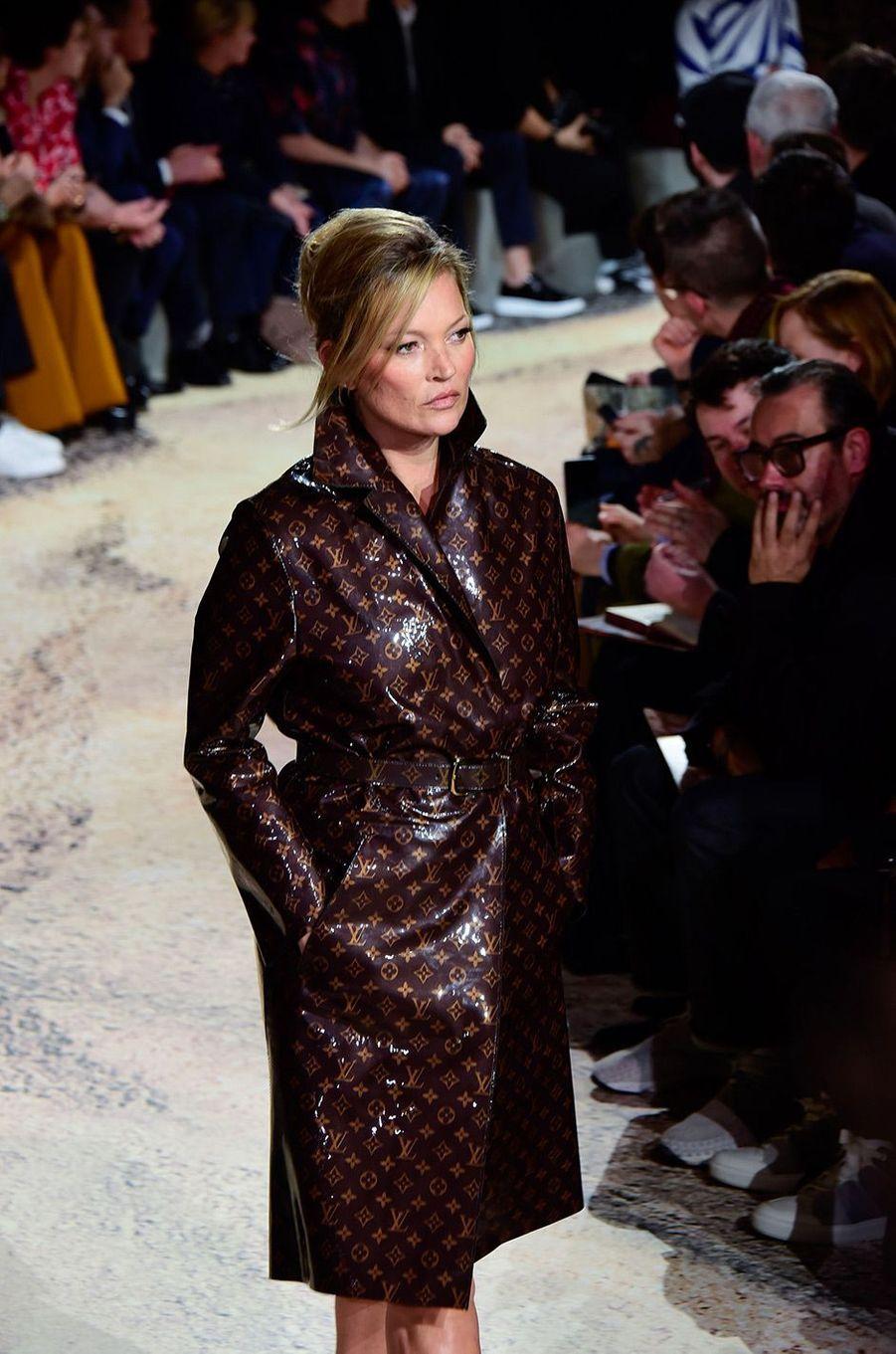 Kate Moss au défilé Louis Vuitton à Paris le 18 janvier