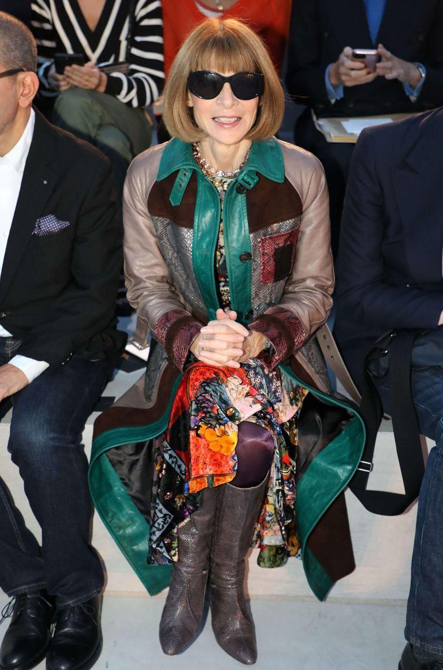 Anna Wintourau défilé Yves Saint Laurent, le 26 septembre 2017 à Paris.
