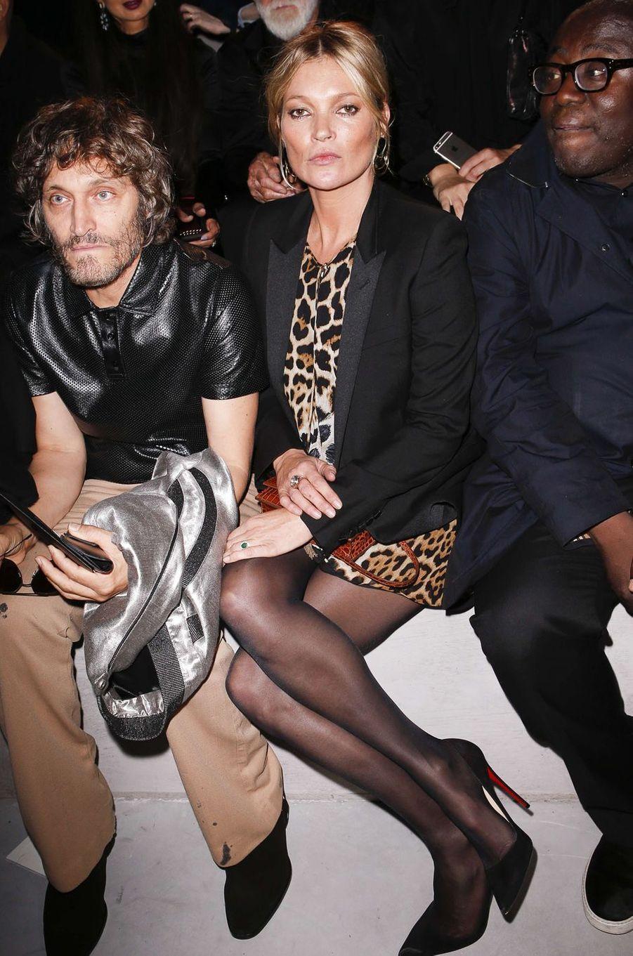 Kate Mossau défilé Yves Saint Laurent, le 26 septembre 2017 à Paris.