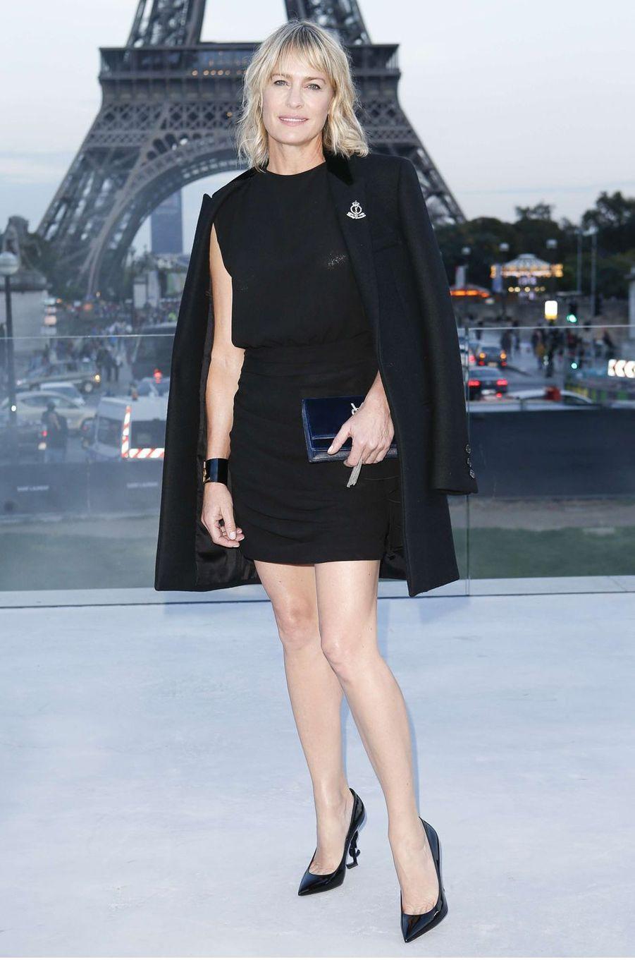 Robin Wrightau défilé Yves Saint Laurent, le 26 septembre 2017 à Paris.