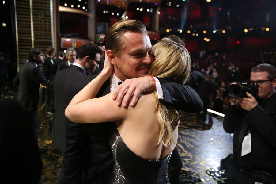 Kate Winslet et Leonardo DiCaprio à la cérémonie des Oscars 2016.