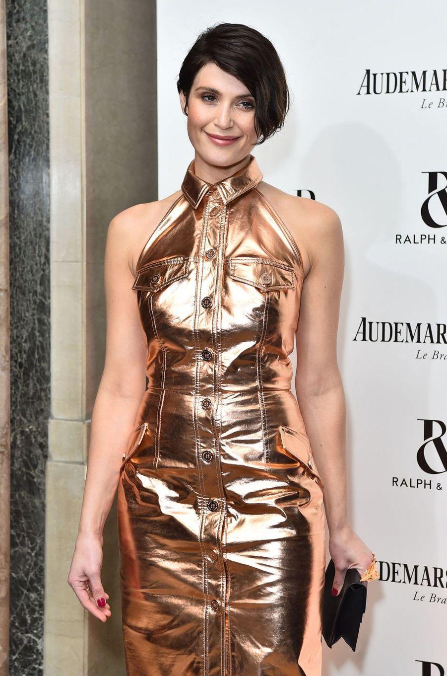 """Gemma Artertonà la soirée """"Harper's Bazaar"""", le 2 novembre 2017 à Londres."""