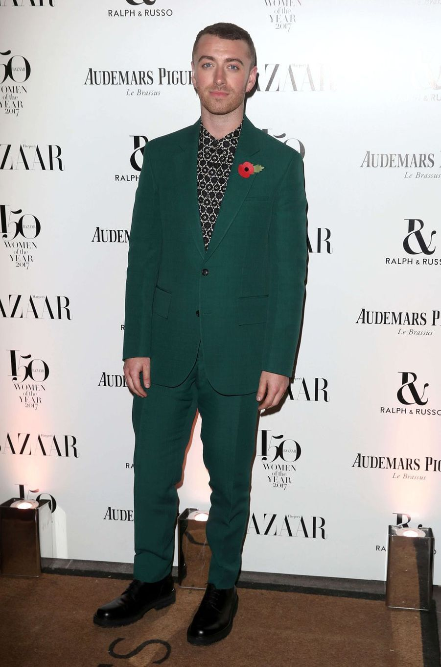 """Sam Smithà la soirée """"Harper's Bazaar"""", le 2 novembre 2017 à Londres."""