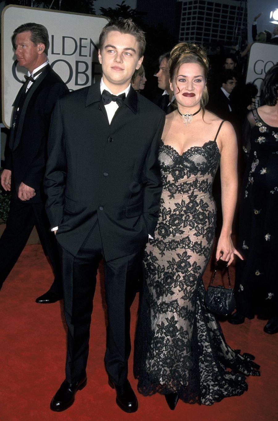 Kate Winslet (et Leonardo DiCaprio) aux Golden Globes à Los Angeles en janvier 1998