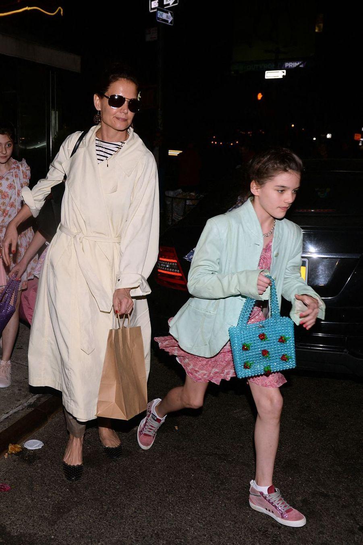 Katie Holmes avec sa fille Suri et des amies à New York le 18 avril 2019