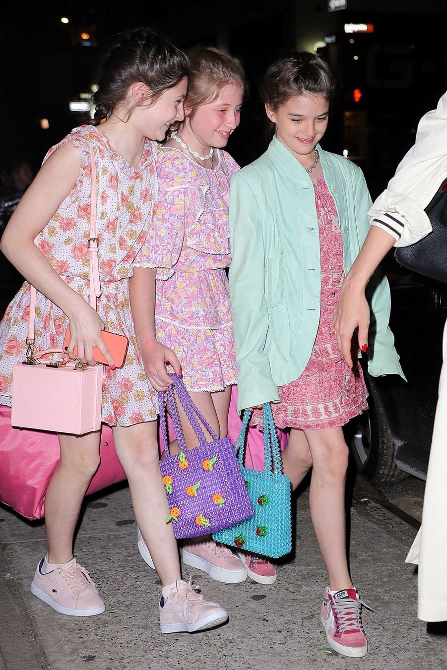 Suri Cruise et des amies à New York le 18 avril 2019