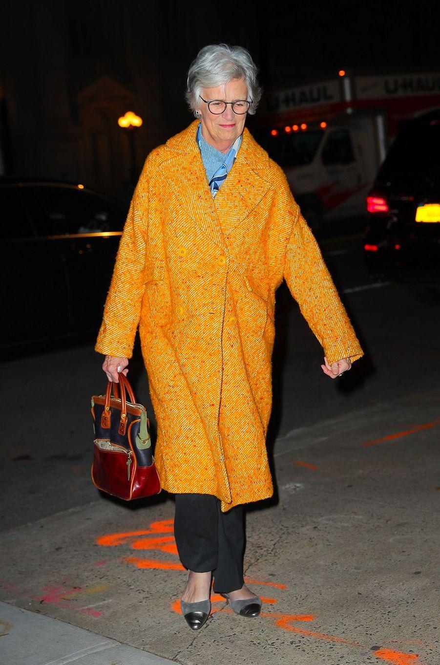 Katie Holmes rentre chez elle avecsa mère Kathleen, mardi 18 décembre
