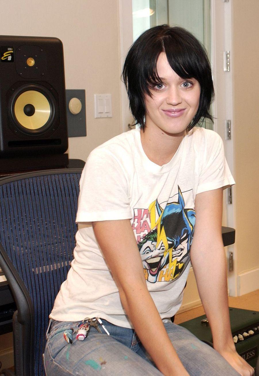 Katy Perry lors d'une séance de portraits à Hollywood en septembre 2002.