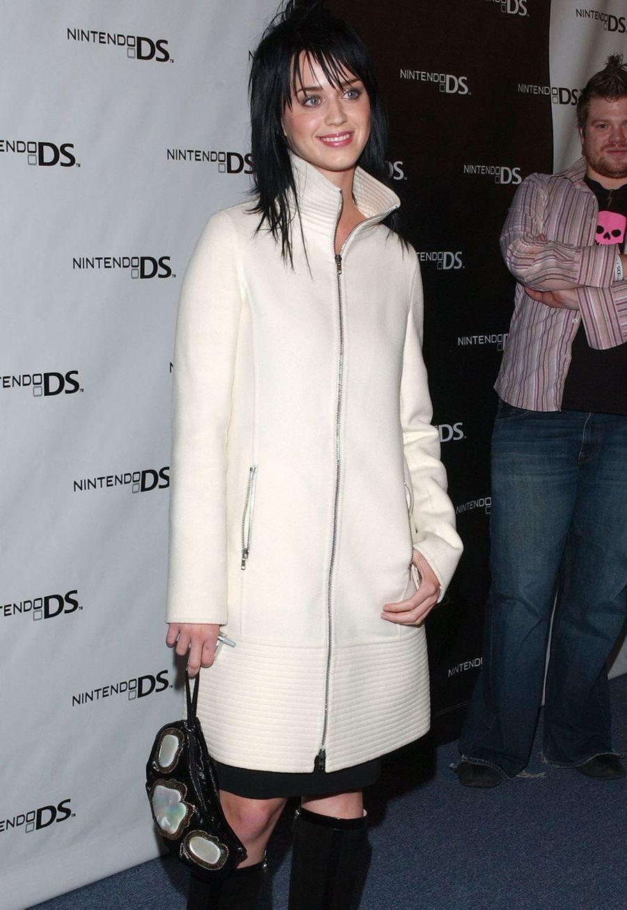 Katty Perry au pré-lancement de la Nintendo DS en novembre 2004.