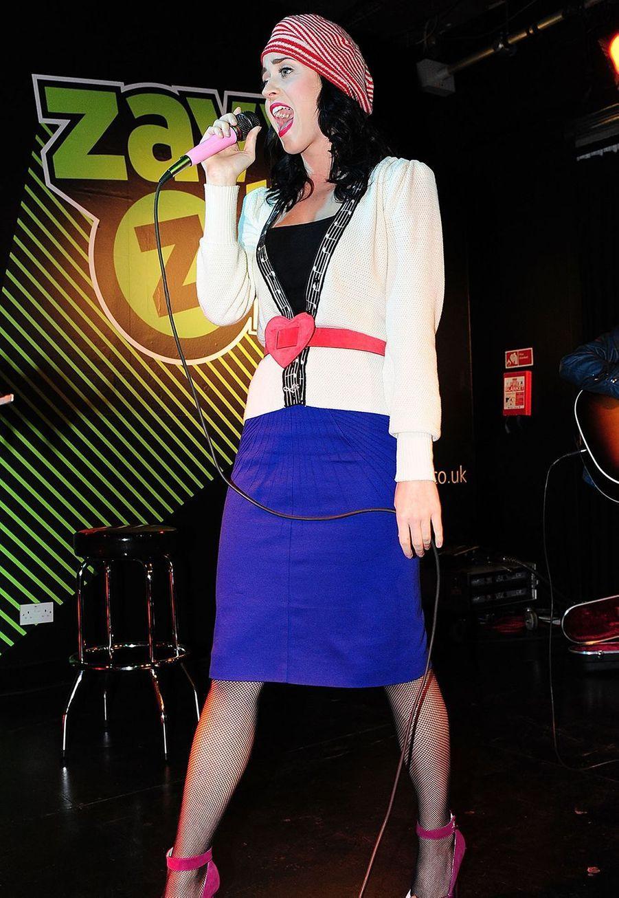 Katy Perry en concert à Londres en novembre 2008.