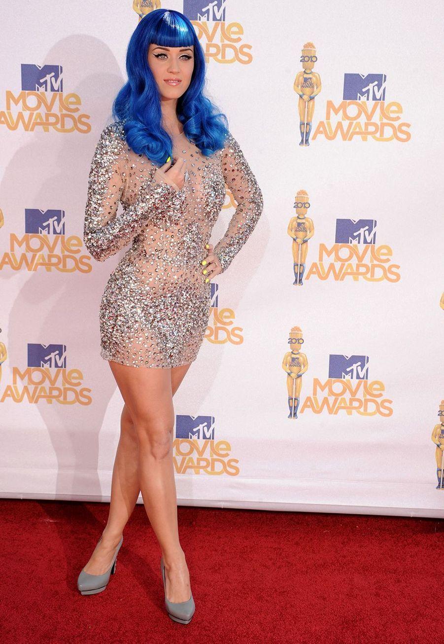Katy Perry avec ses cheveux bleus pour les MTV Movie Awards en Californie en juin 2010.