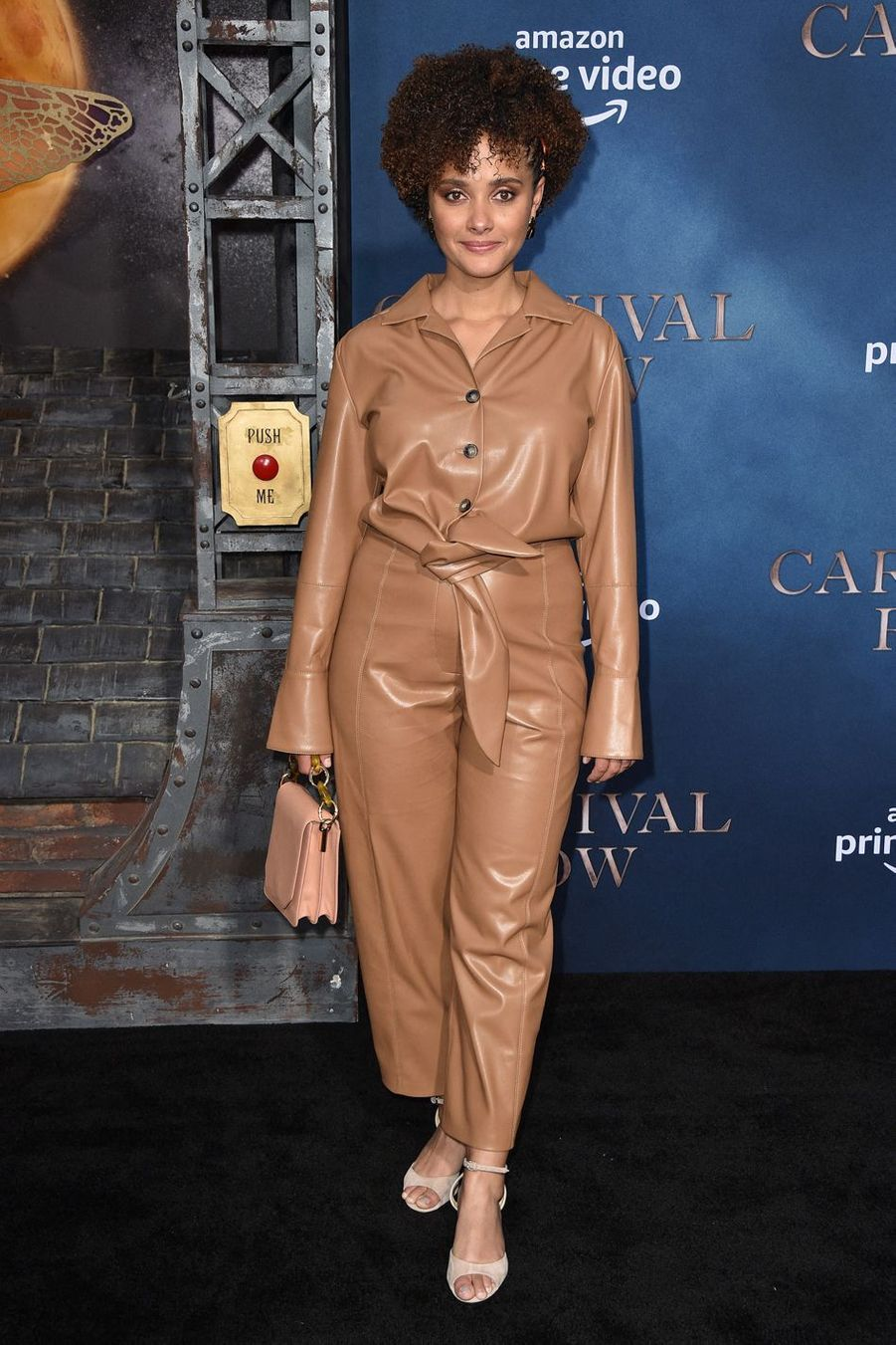 "Karla Crome (""Under the Dome"") à la première de ""Carnival Row"", le 21 août 2019 à Los Angeles."