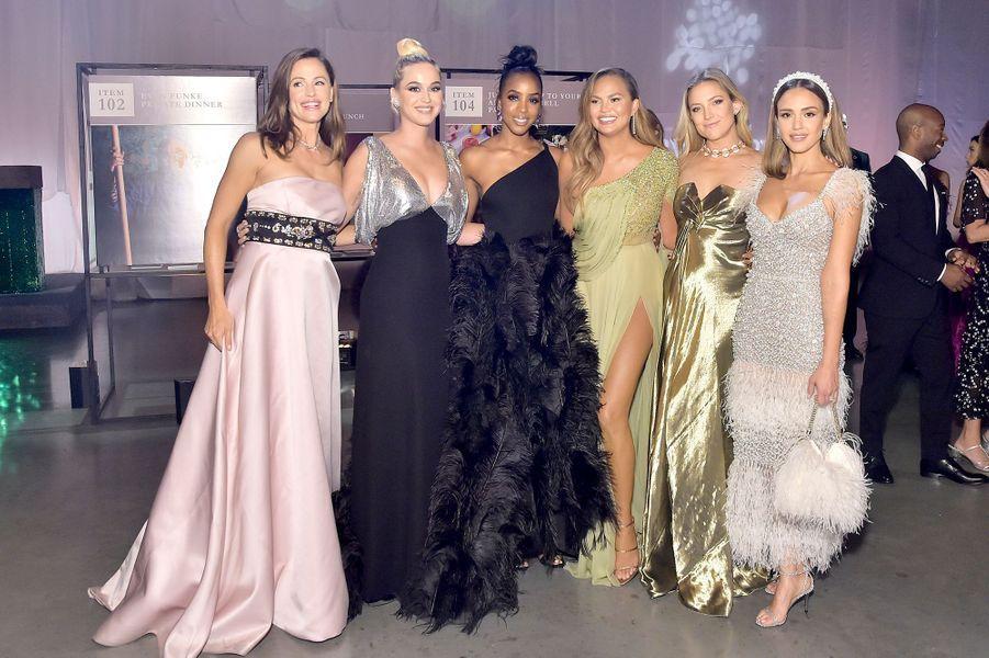 Jennifer Garner, Katy Perry, Kelly Rowland, Chrissy Teigen, Kate Hudson, et Jessica Albalors du gala Baby2Baby à Culver City en Californie, le 9 novembre 2019.