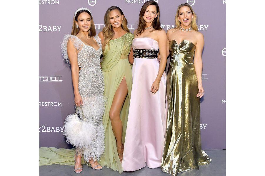 Jessica Alba, Chrissy Teigen, Jennifer Garner, et Kate Hudsonlors du gala Baby2Baby à Culver City en Californie, le 9 novembre 2019.
