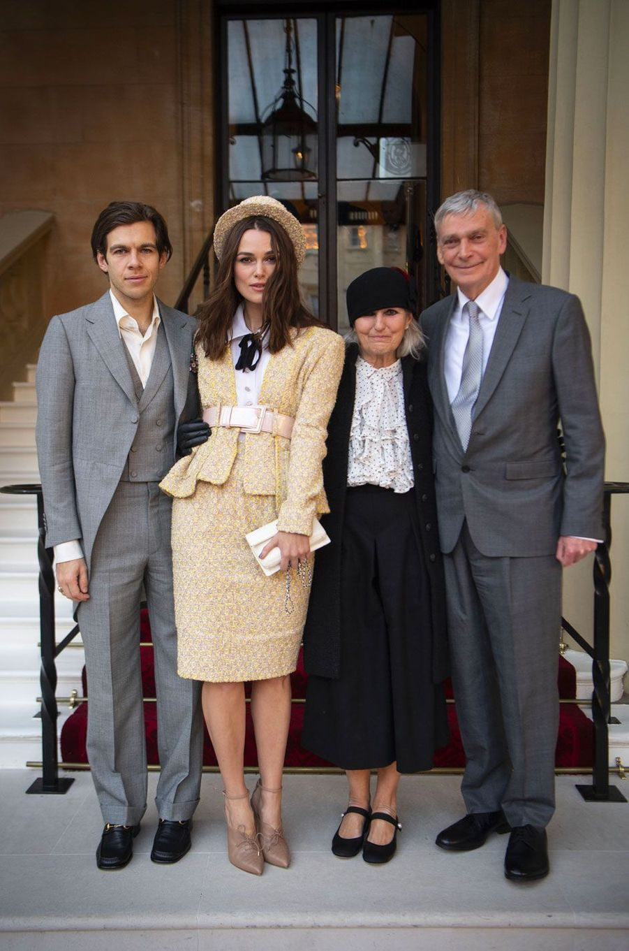Keira Knightley avec ses parents, Sharman et Kevin, et son mari, James Righton