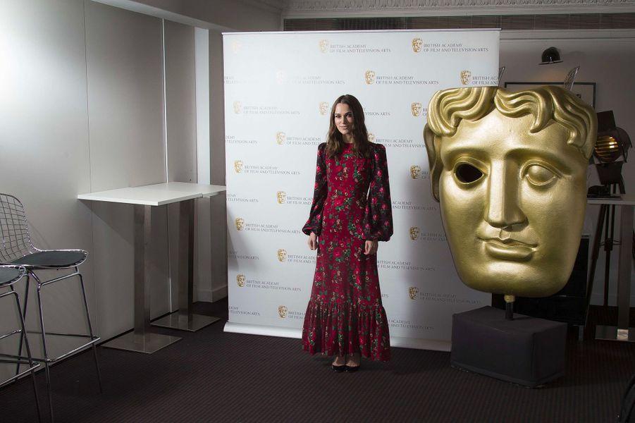 """Keira Knightley à la soirée à son honneur """"A life in pictures"""" à Londres, lundi 17 décembre"""