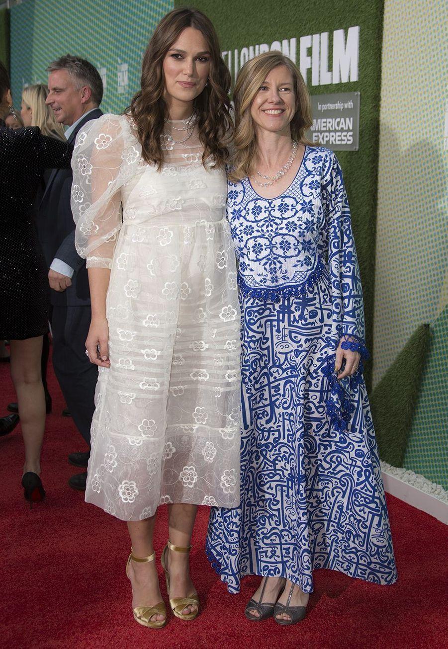 Keira Knightley lors de la première du film «Official Secrets» au 63ème BFI de Londres, aux cotés e Katharine Gun, qui a inspiré le film, le jeudi 10 octobre 2019.