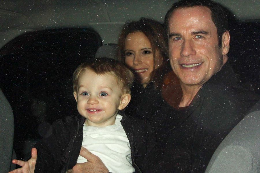 John Travolta et Kelly Preston avec leur fils Benjamin, en décembre 2011.