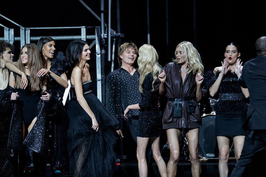 Adesuwa Aighewi, Kendall Jenner, Stella Maxwell, Elsa Hosk, Sara Sampaiolors du défilé de Carine Roitfled au Gala de l'amfAR 2019