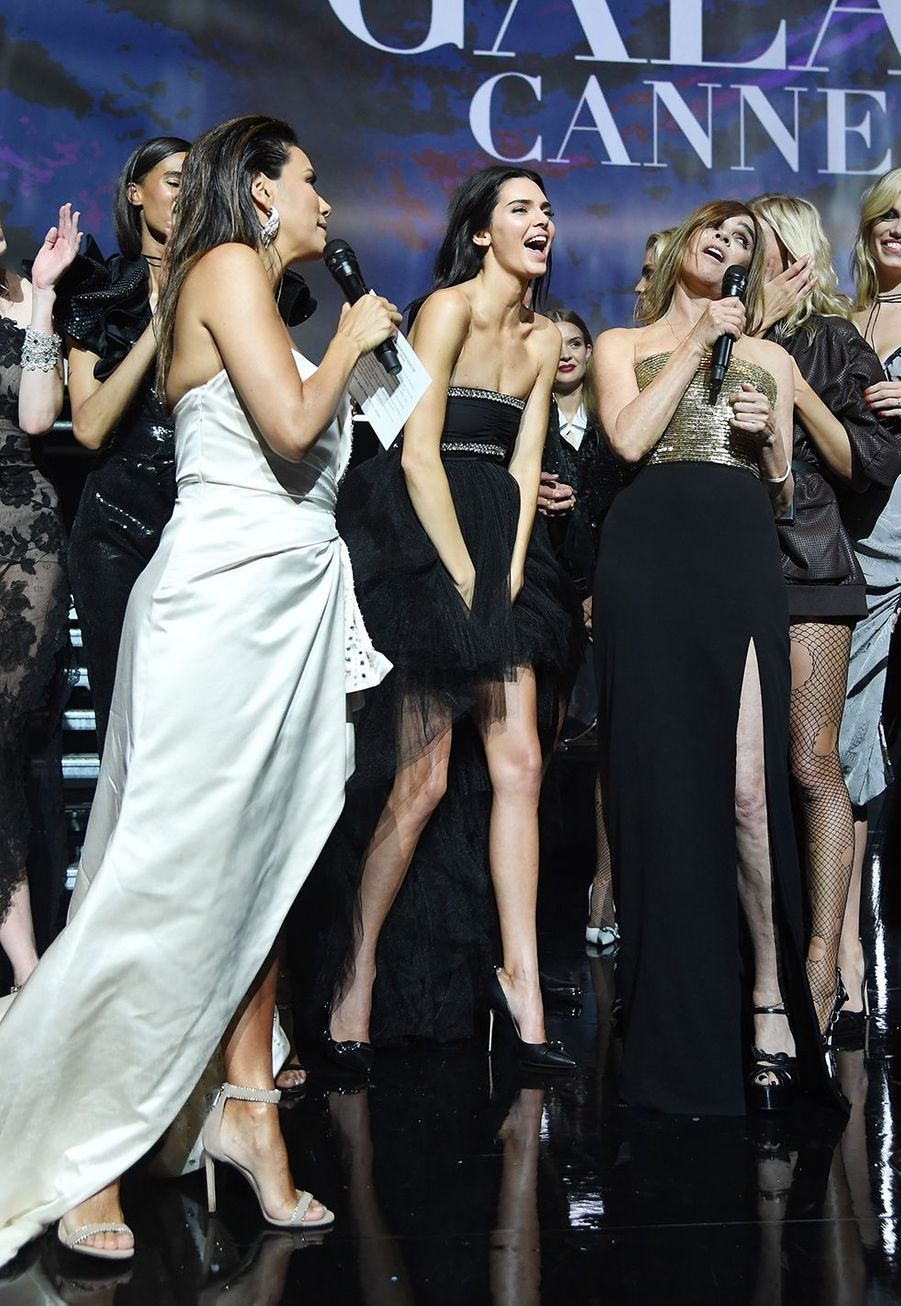 Eva Longoria, Kendall Jenner, Carine Roitfeldlors du défilé de Carine Roitfled au Gala de l'amfAR 2019