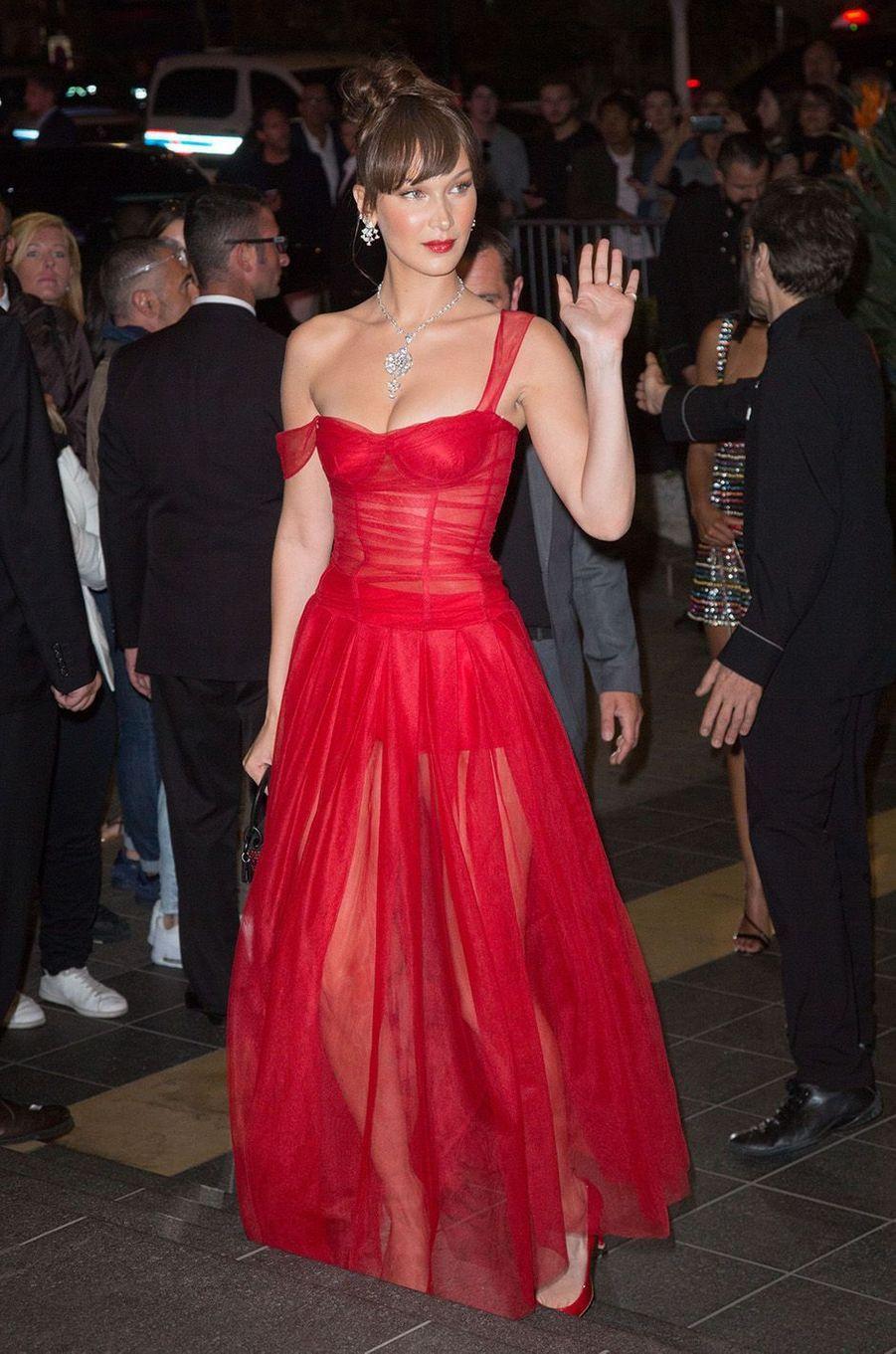 Bella Hadid a osé la transparence à Cannes.