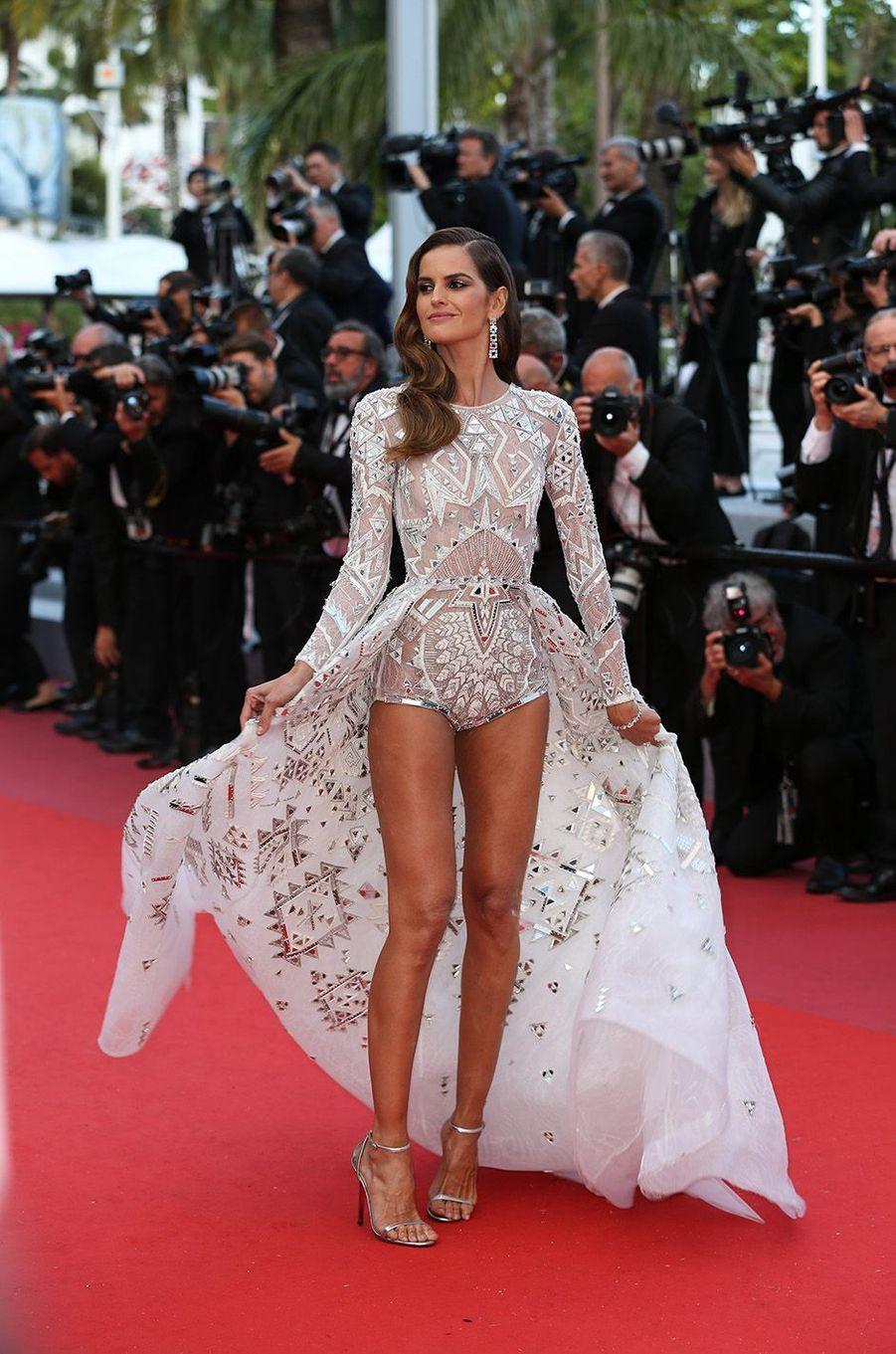 Izabel Goulart a osé la transparence à Cannes.