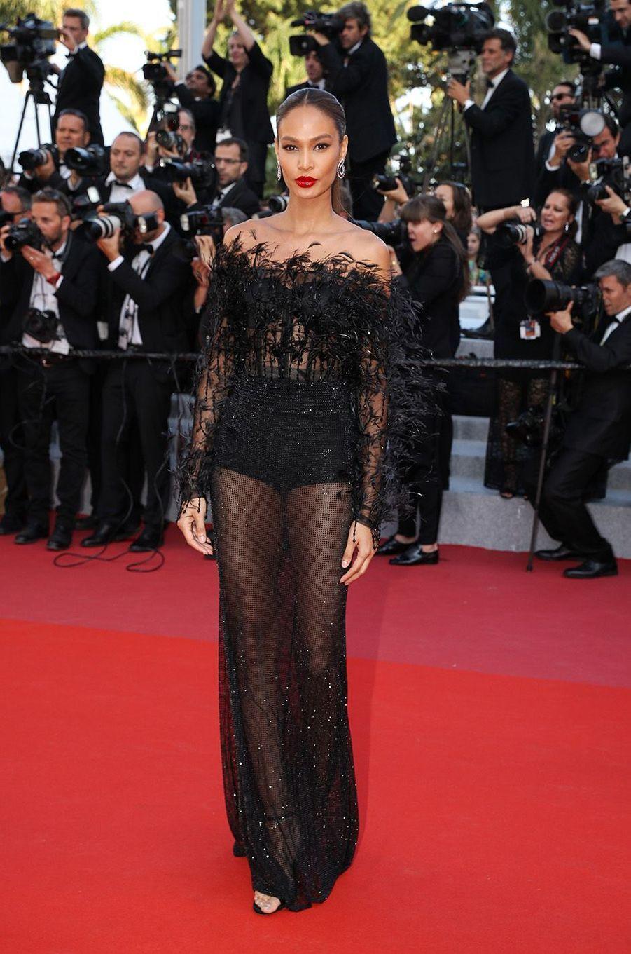 Joan Smalls a osé la transparence à Cannes.
