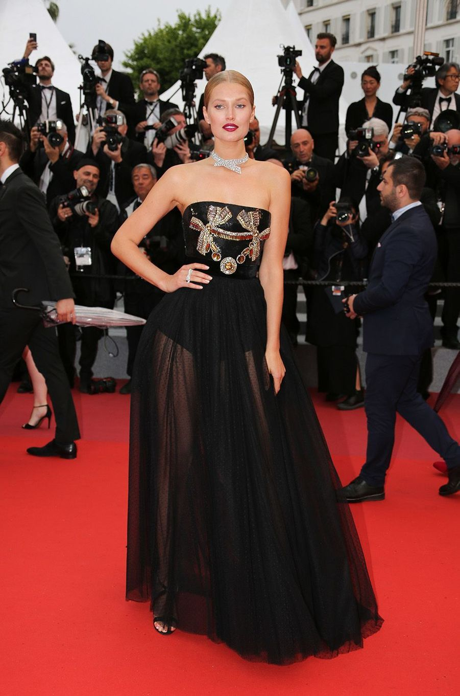 Toni Garrn a osé la transparence à Cannes.