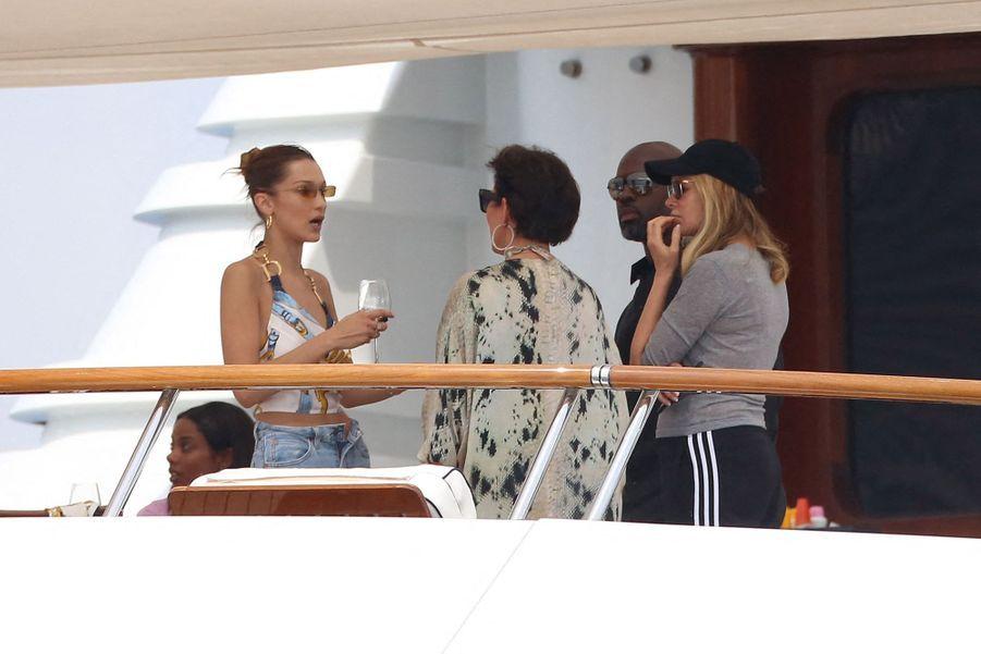 Bella Hadid et Kris Jenner à Monaco le 25 mai 2019