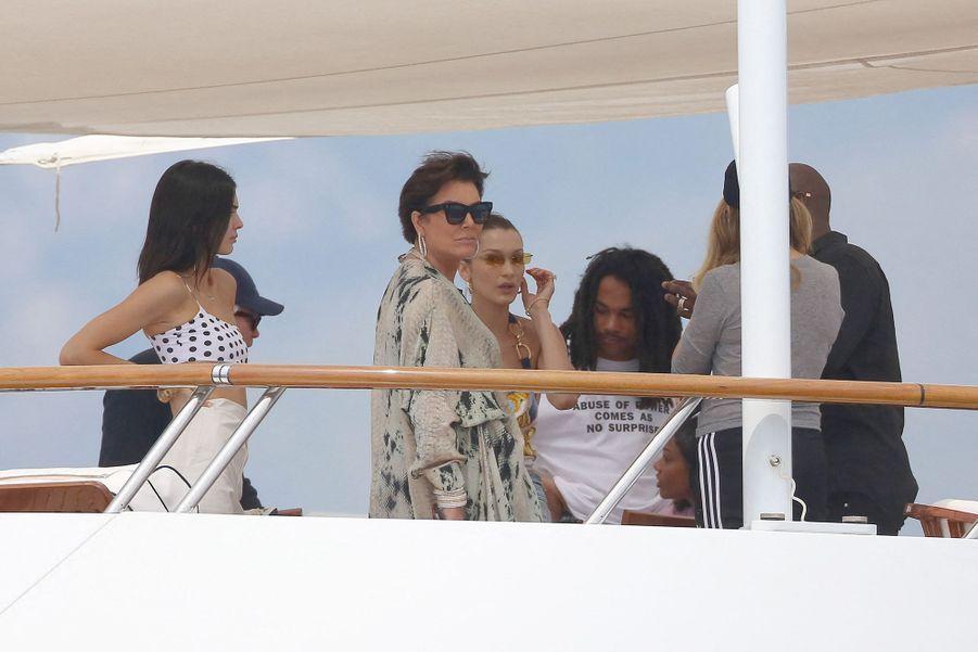 Kendall Jenner avec sa mère Kris à Monaco le 25 mai 2019