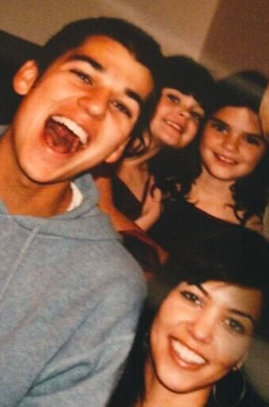 Kendall Jenner avec ses soeurs Kylie Jenner et Kourtney Kardashian et son frère Rob Kardashian