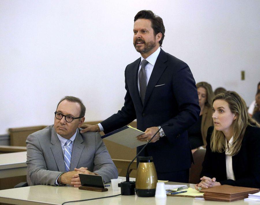 Kevin Spacey et ses avocats lors de son procès,le lundi 3 juin 2019,pour agression sexuelle sur un jeune homme de 18 ans.