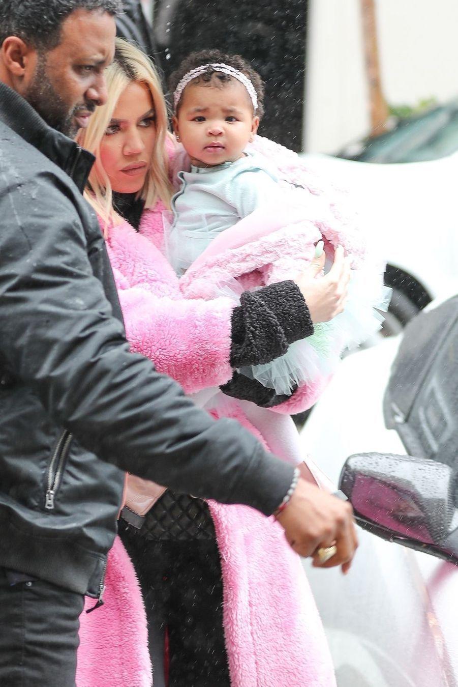 Khloé Kardashian et sa fille True à Calabasas le 2 mars 2019