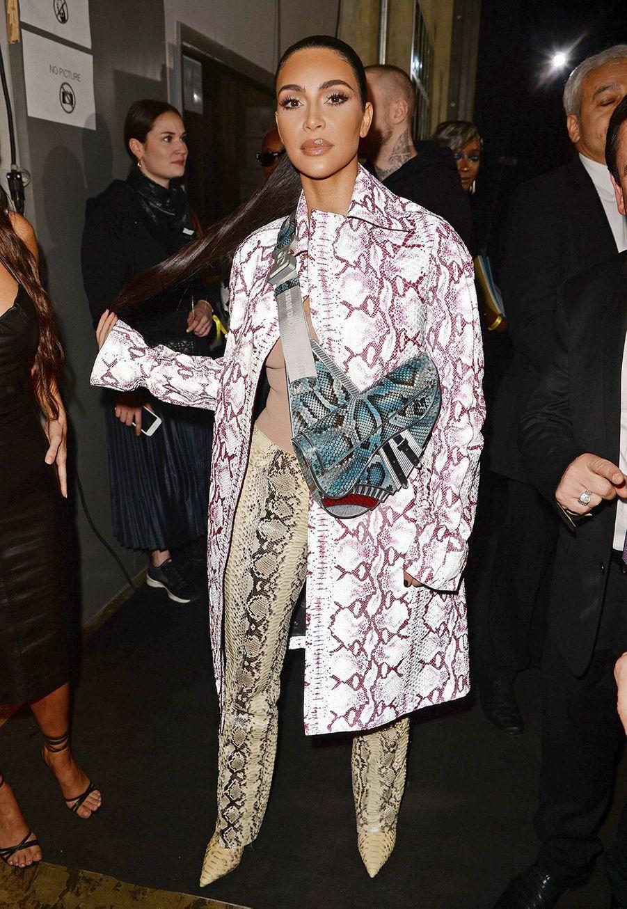 Kim Kardashianassiste au défilé automne-hiver 2020 Dior à le 3 décembre 2019.
