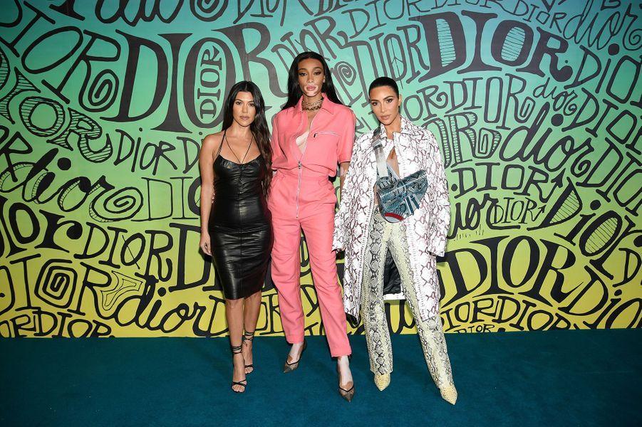 Winnie Harlow, Kourtney et Kim Kardashianassistent au défilé automne-hiver 2020 Dior à Miami le 3 décembre 2019.