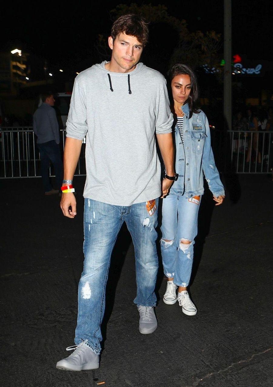 Ashton Kutcher et Mila Kunis au concert de Beyoncé et Jay Z, à Los Angeles, dimanche 23 septembre