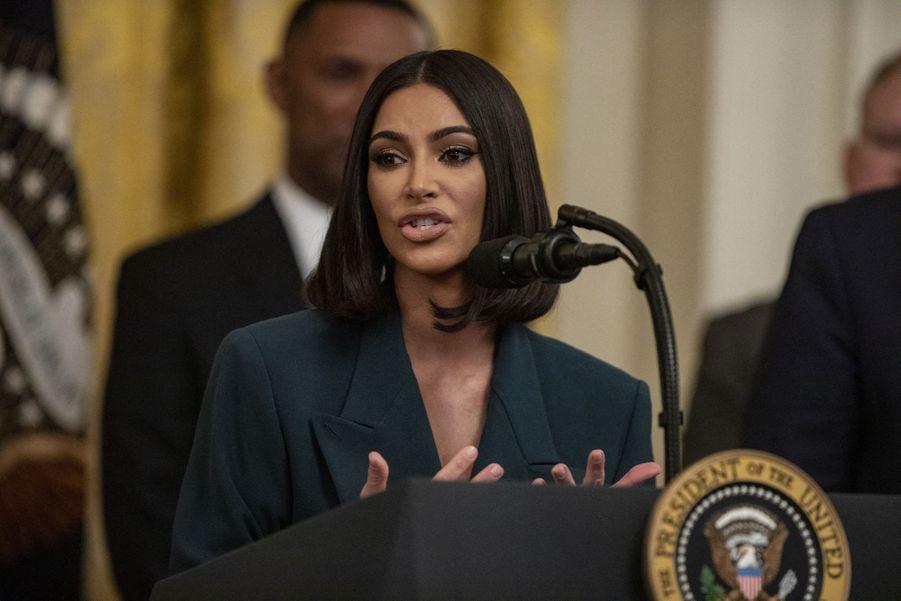 Kim Kardashian prononceun discours sur la réforme de la justice pénaleà la Maison-Blanche le 13 juin 2019